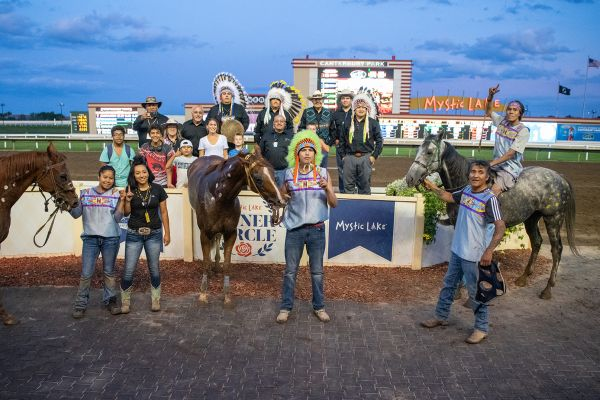 Team presenting horses in Winner's Circle